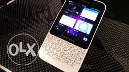 (New) Black Berry Q5: android touch smart phone with keyboard