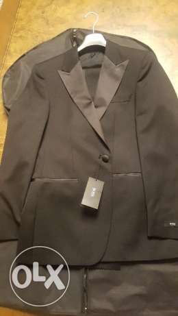 Brand new Hugo Boss Suit 36R
