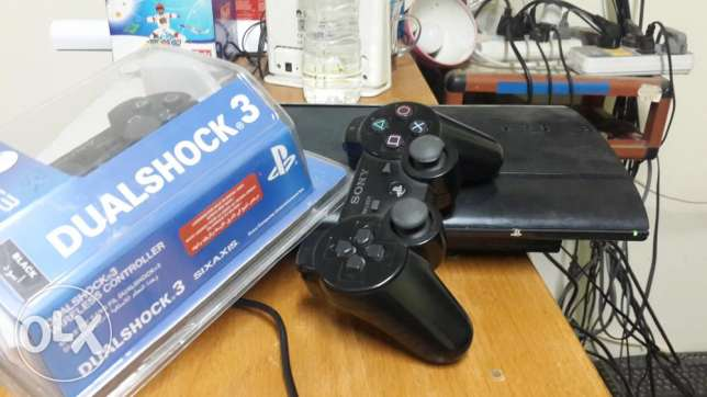 PS3 Device 320GB 21 Games with two controllers