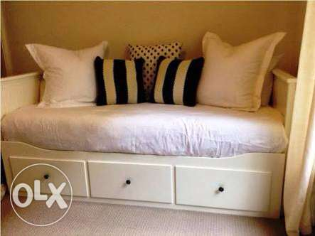 Day bed frame white w 3 drawers IKEA كنبة سرير٣ ادراج مدينتي -  2